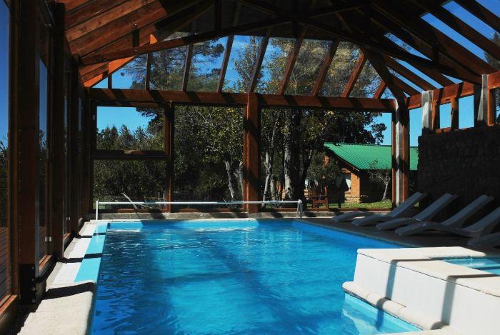 Galer a de im genes fotos y videos caba as arroyo for Hoteles con piscina climatizada